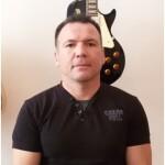 Шоев Наиль Хамидович преп. классов электро и  бас-гитары.